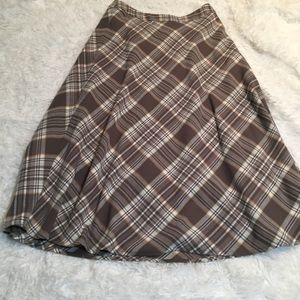 Jones Wear long taupe plaid wool stretch skirt
